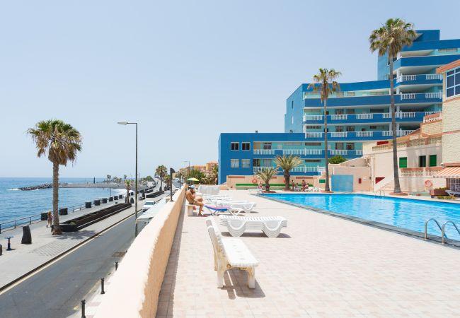 Apartamento en Candelaria - Frontline Las Arenitas with pool