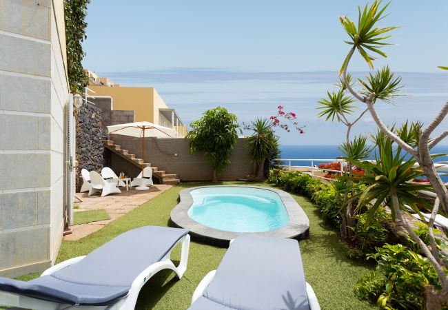 Reihenhaus in Santa Cruz de Tenerife - Duplex Acorán with pool and sea view