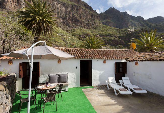 House in Buenavista del Norte - Masca with garden and free WIFI