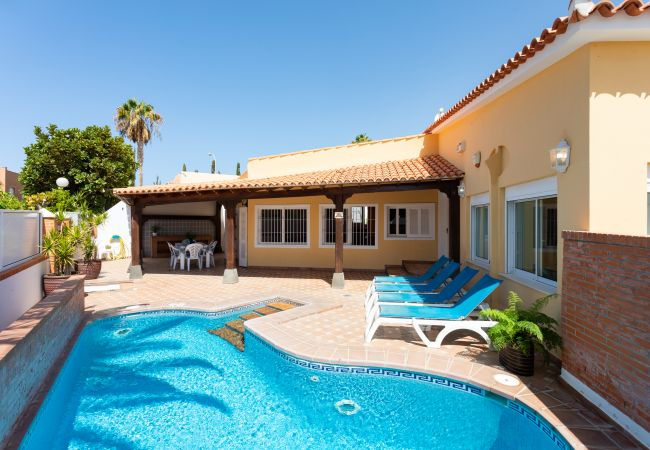 Villa/Dettached house in Callao Salvaje - Luxury Villa Ajabo with heated pool